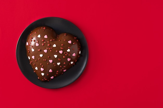 Heart shaped cake for valentine's day Premium Photo