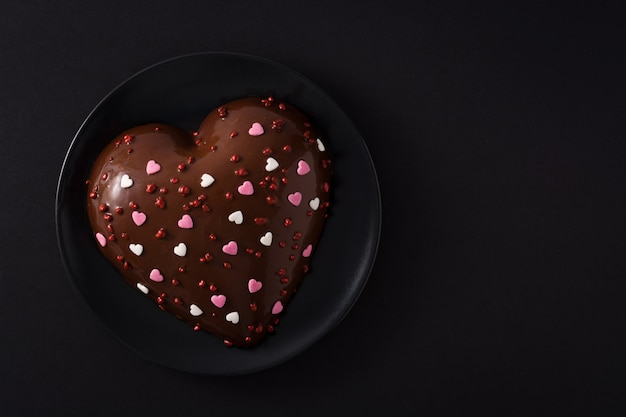 Heart shaped cake for valentine's day Premium Photo