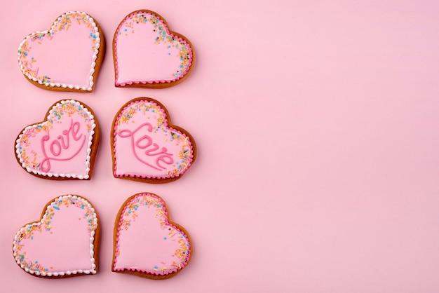 コピースペースでバレンタインデーのハート型のクッキー 無料写真