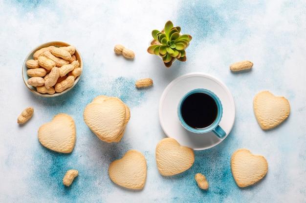 Печенье в форме сердца с арахисом Бесплатные Фотографии