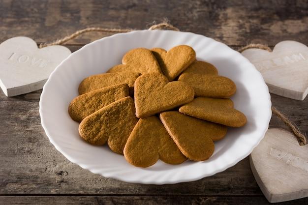 Heart-shaped cookies Premium Photo