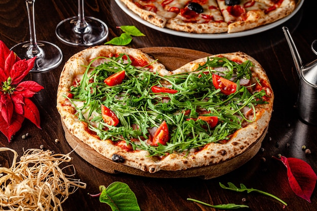 Heart shaped pizza with arugula Premium Photo