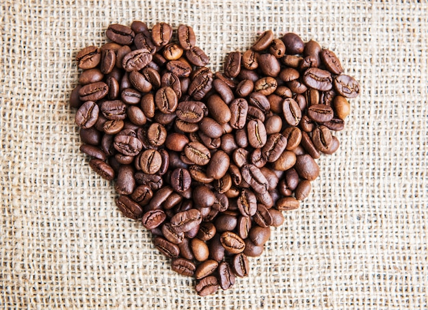 Heart with roasted coffee beans Premium Photo
