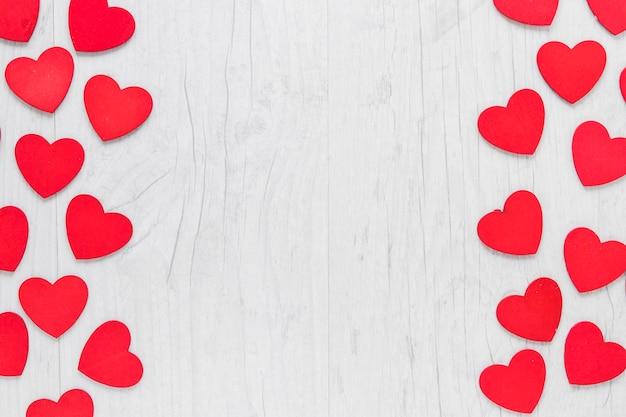 Сердечки на деревянном фоне Бесплатные Фотографии