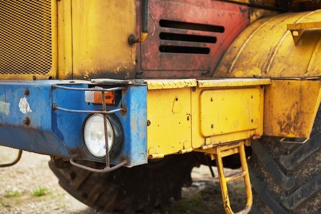 Bulldozer del caricatore della costruzione pesante all'area di costruzione. Foto Gratuite
