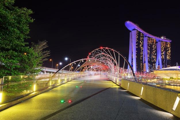 The helix bridge at night in singapore Premium Photo