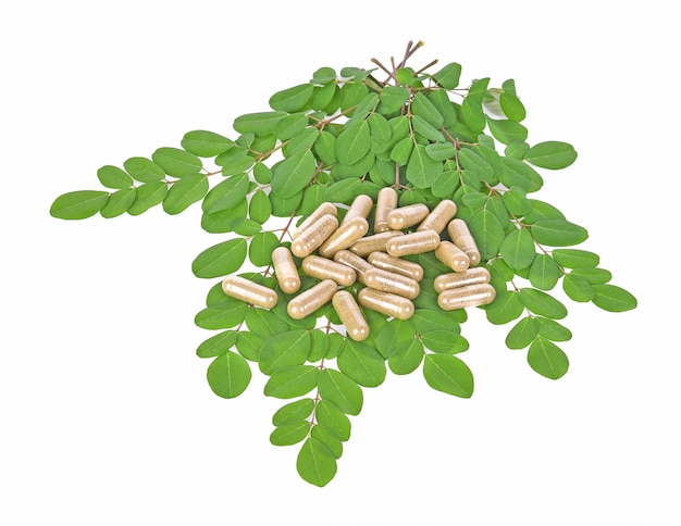 Herbal capsules with leaves Premium Photo