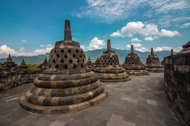 Heritage buddist temple borobudur complex in yogjakarta in java, indonesia Premium Photo