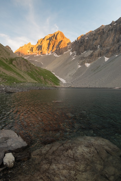High altitude alpine lake in idyllic land once covered by glaciers Premium Photo