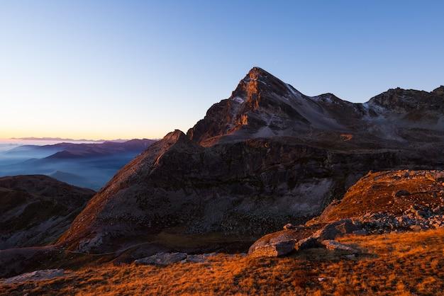 High altitude mountain range at sunsets Premium Photo