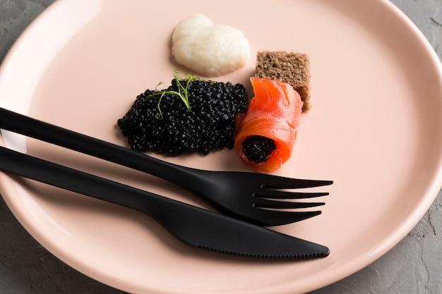 High angel dish with caviar Free Photo