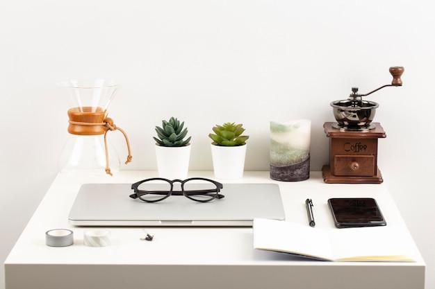 High angle arrangement of desk elements Free Photo