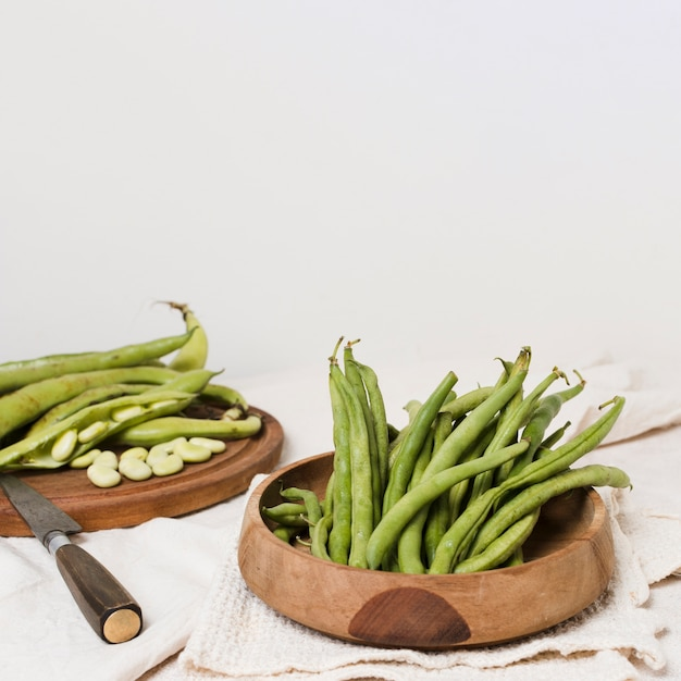 High angle of beans in bowl with knife and copy space Free Photo