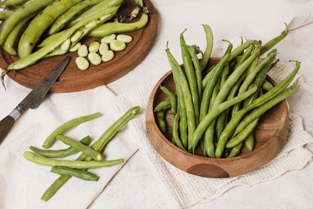 High angle of beans in bowl with knife Free Photo