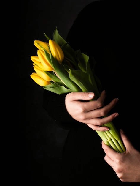 High angle bouquet of tulips Free Photo