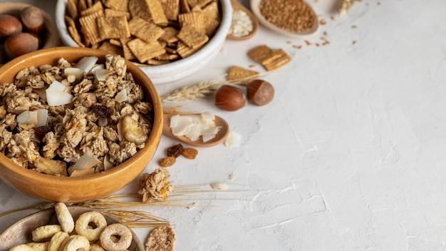 High angle of bowls with assortment of breakfast cereals and copy space Free Photo