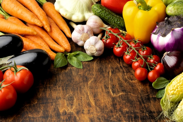 High angle bunch of fresh vegetables assortment with copy space Free Photo