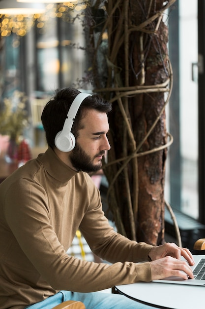 High angle business man with headphones working Free Photo