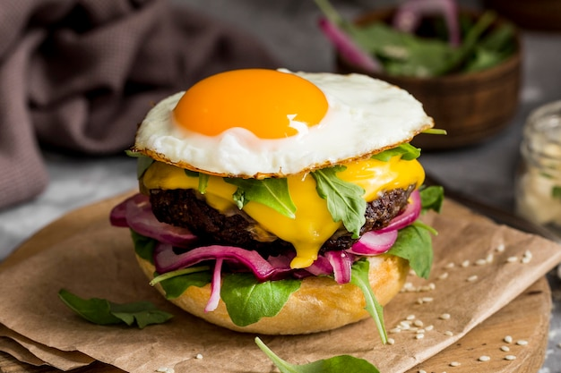 High angle cheeseburger with fried egg on cutting board Free Photo