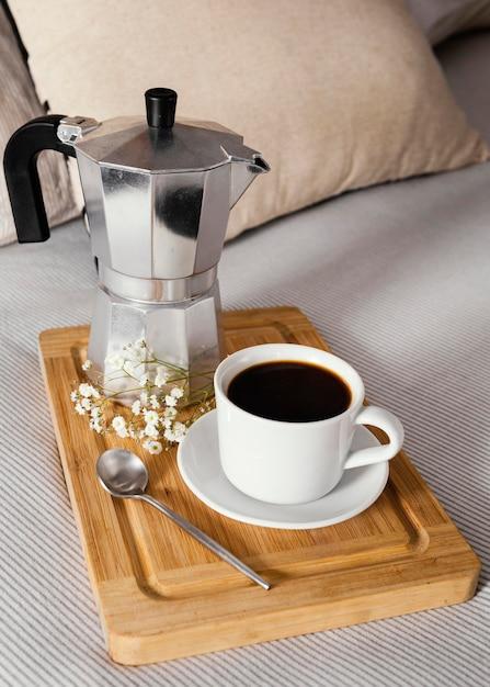 Caffè ad alto angolo per colazione Foto Gratuite