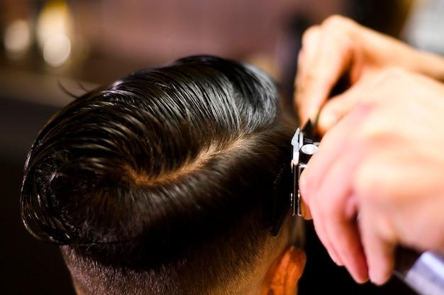 High angle costumer at hair salon Free Photo