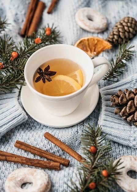 Tazza ad alto angolo con tè e anice stellato Foto Gratuite
