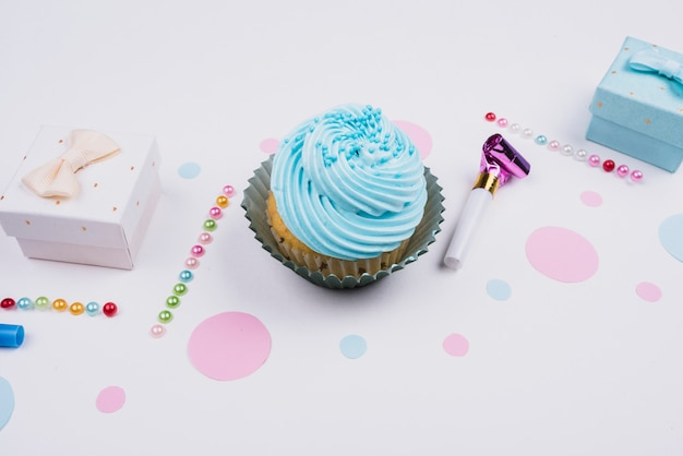 High angle delicious cupcake and present Free Photo