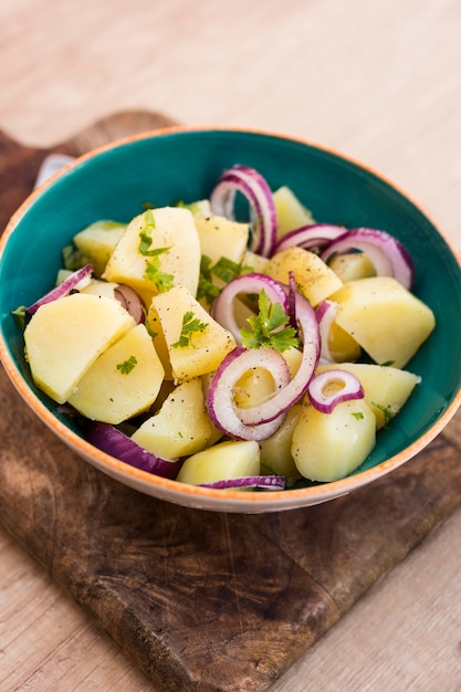 Высокий угол вкусный картофельный салат Бесплатные Фотографии