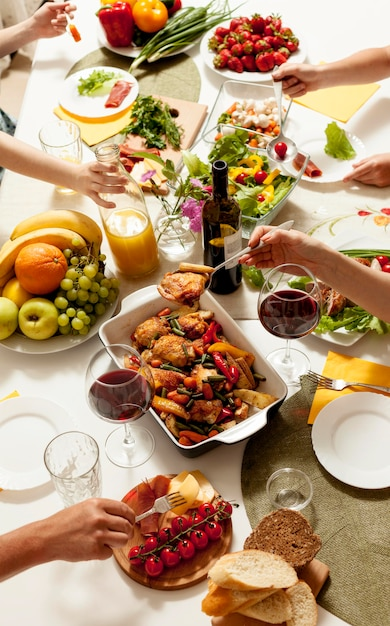 High angle of dishes on dinner table Premium Photo