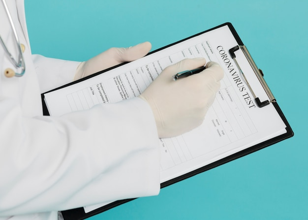 High angle of doctor filling out coronavirus test Premium Photo