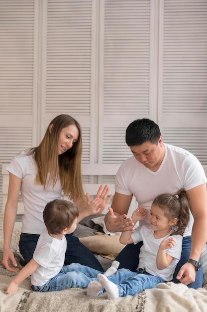 Семья высокого угла дома Бесплатные Фотографии