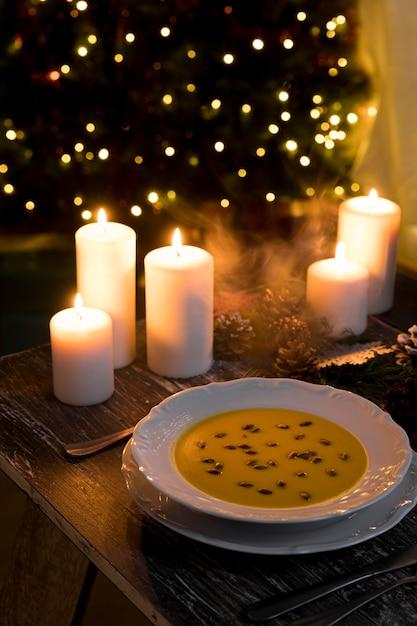 ハイアングルのお祝いのクリスマス料理の構成 無料写真