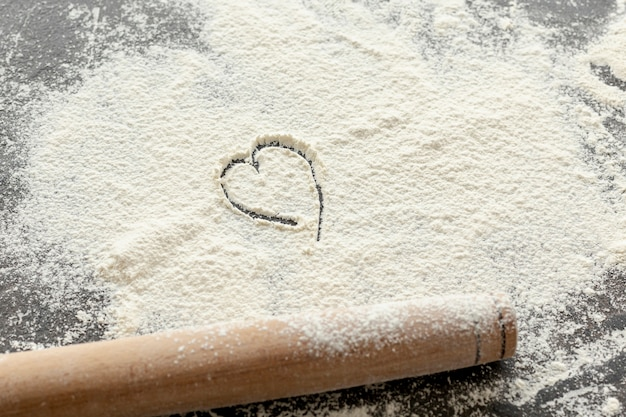 High angle of flour and wooden rolling pin Free Photo