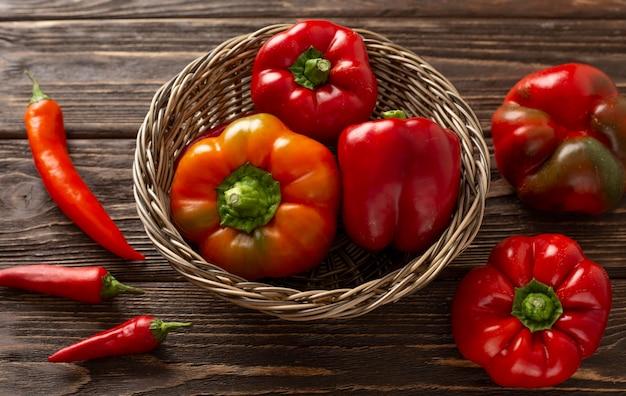 Свежие красные овощи под высоким углом Бесплатные Фотографии