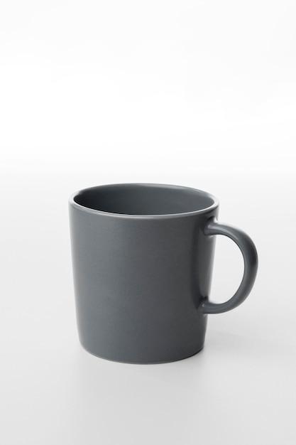 Tazza da caffè grigia ad alto angolo Foto Gratuite