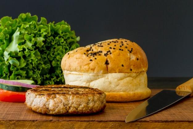 Ингредиенты для гамбургеров с высоким углом Бесплатные Фотографии
