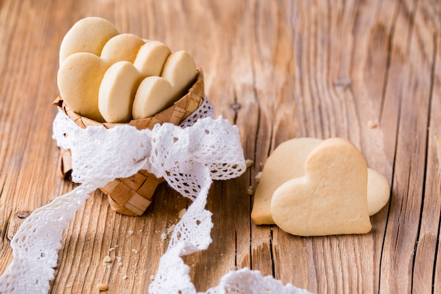 High angle of heart-shaped cookies in basket with bow Free Photo