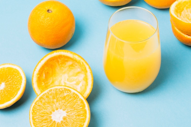 High angle juice made of oranges in glass Free Photo