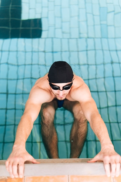High angle male swimmer in ready position Free Photo