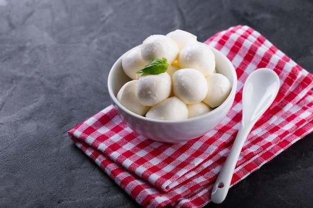 High angle mini mozzarella in bowl with basil Free Photo