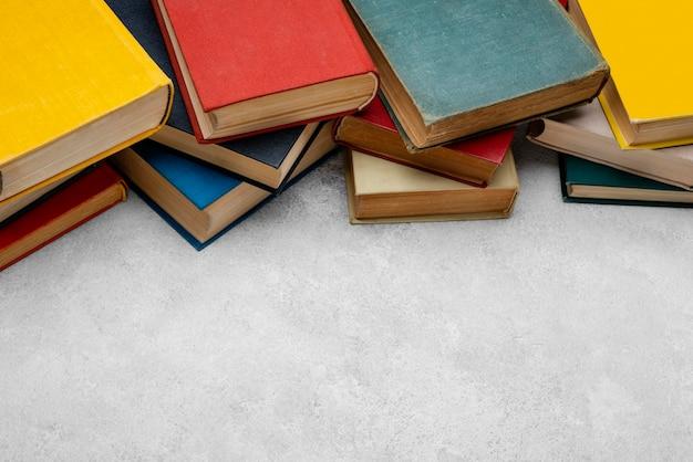 복사 공간이있는 책의 높은 각도 무료 사진