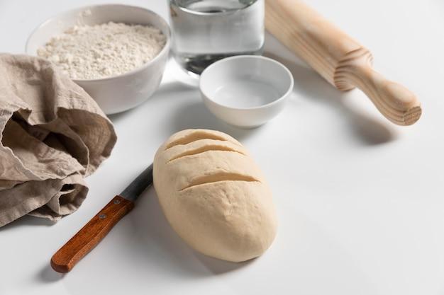 材料を使った高角度のパン生地 無料写真
