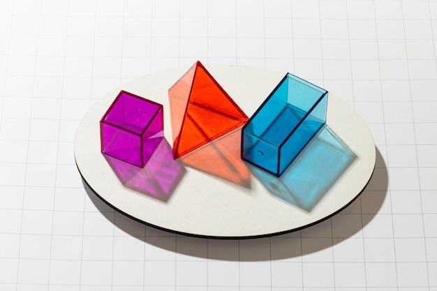 다채로운 반투명 기하학적 모양의 높은 각도 무료 사진
