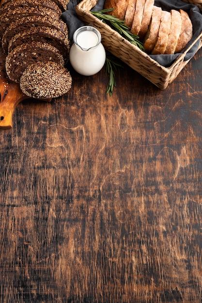 Высокий угол вкусного хлеба с копией пространства Бесплатные Фотографии