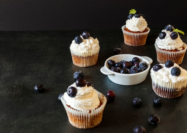 おいしいカップケーキのコンセプトの高角度 無料写真