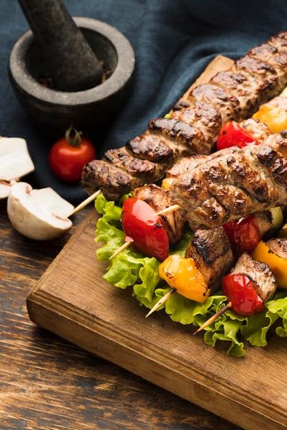 肉と野菜のおいしいケバブの高角度 無料写真