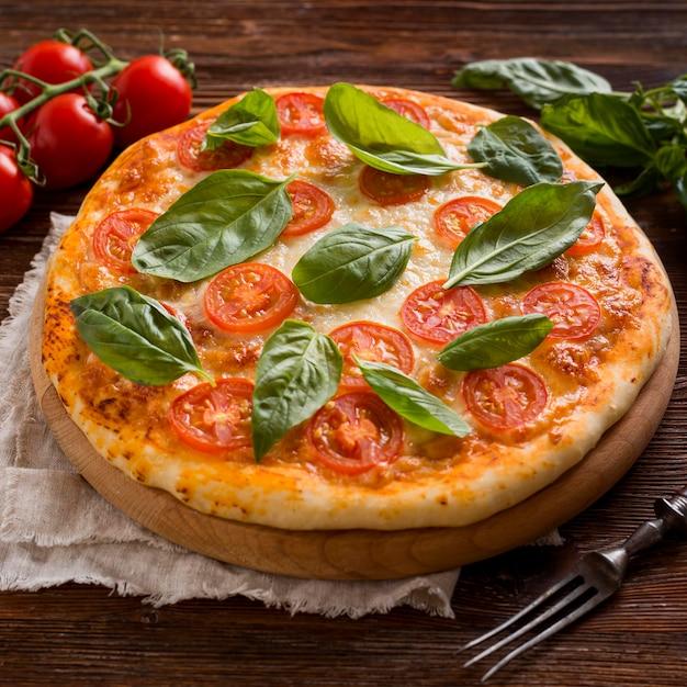 おいしいピザのコンセプトの高角度 無料写真