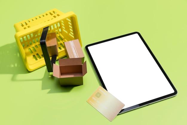 Высокий угол онлайн-покупок с копией пространства Premium Фотографии