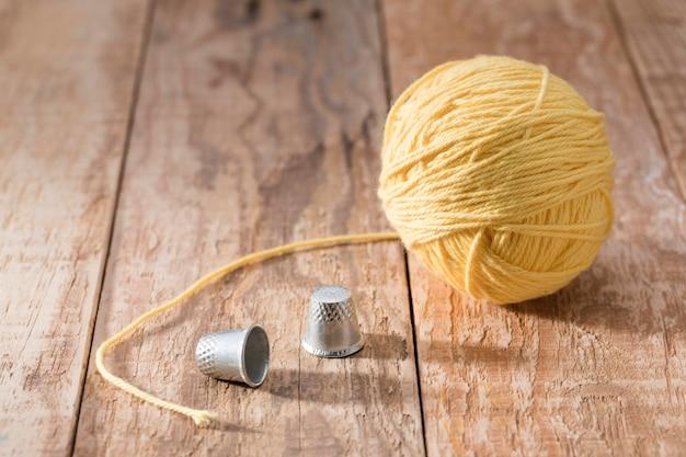 指ぬきと糸の高角度 無料写真