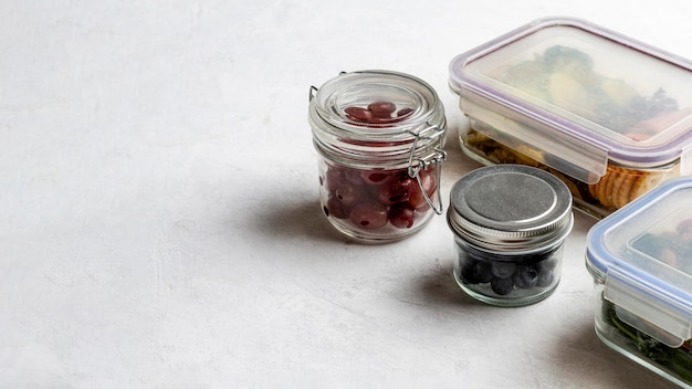 コピースペースのあるハイアングルパック食品 無料写真